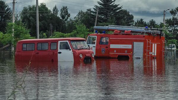Затопленные пожарные автомобили