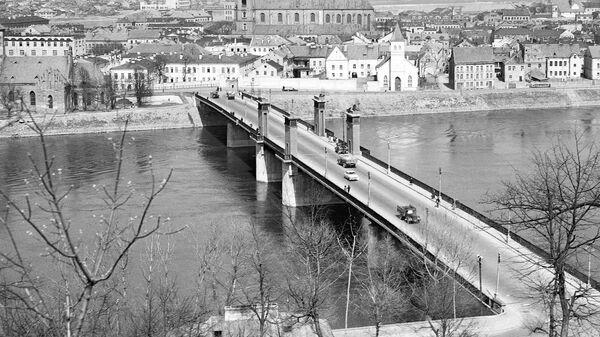 Вид на старую часть Каунаса и мост через реку Неман