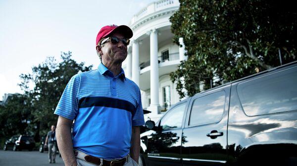 Сенатор Рэнд Пол возле Белого Дома после игры в гольф с президентом Дональдом Трампом