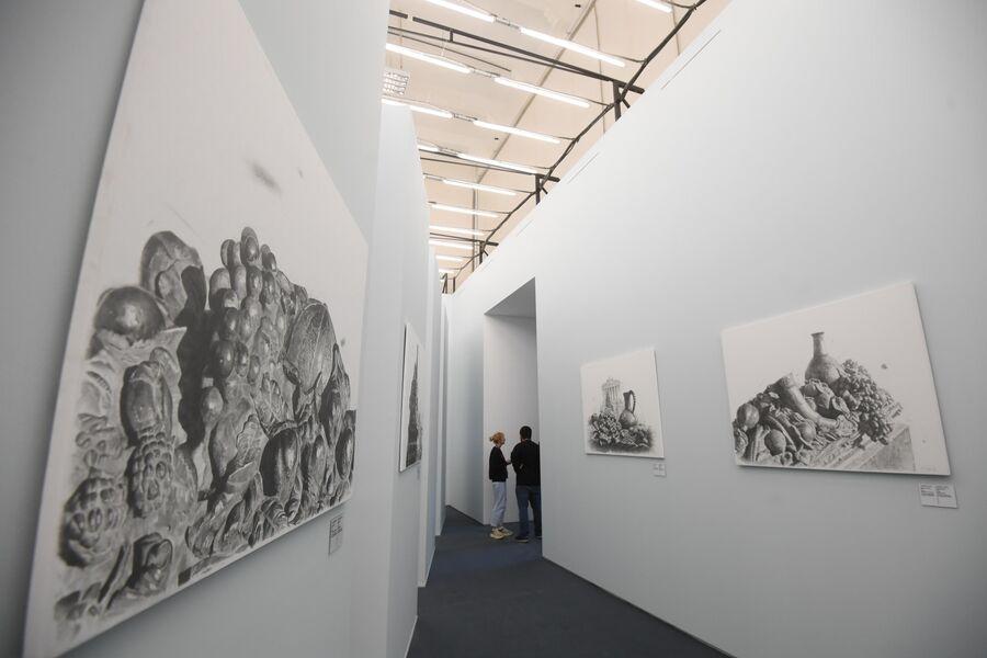 Посетители на выставке Посмотрим выставку! или Культурный код ВДНХ в рамках проекта Резидент на ВДНХ в Москве