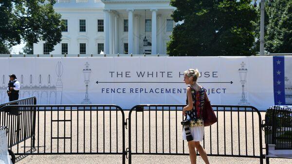 Замена забора у Белого дома в Вашингтоне. 30 июля 2019