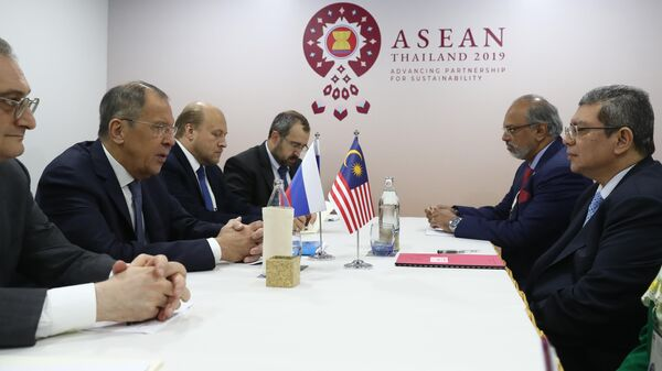 Глава МИД РФ Сергей Лавров и глава МИД Малайзии Сайфуддин Абдулла во время встречи в Бангкоке. 31 июля 2019