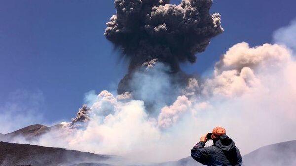 В облаке пепла: на Сицилии проснулся вулкан Этна