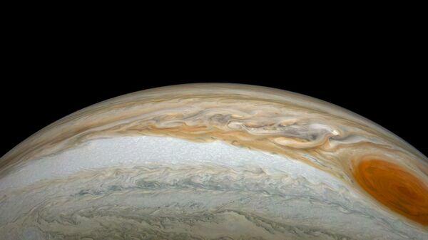 Новые фотографии Большого красного пятна Юпитера