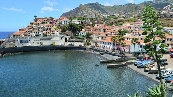 Гавань в городе Камара-ди-Лобуш на острове Мадейра