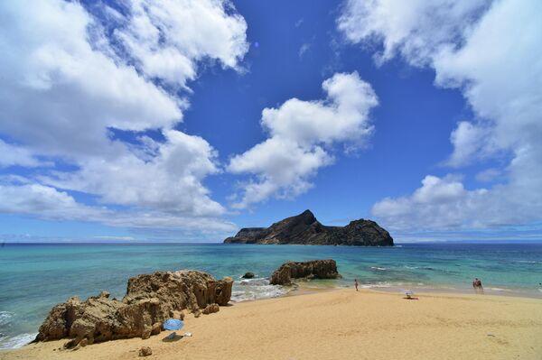 Пляж на острове Порту-Санту