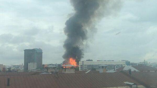 Кадры тушения с воздуха пожара на Дубининской улице