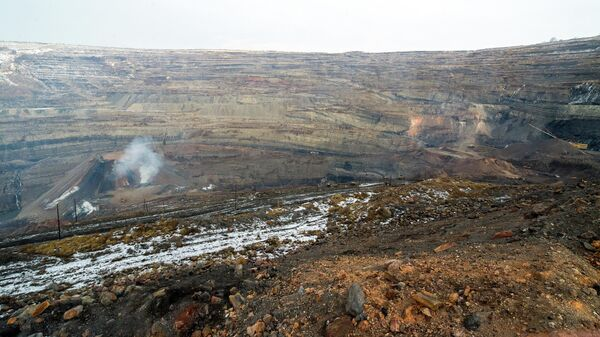 Челябинский поселок сползает в угольный карьер — жители просят переселения