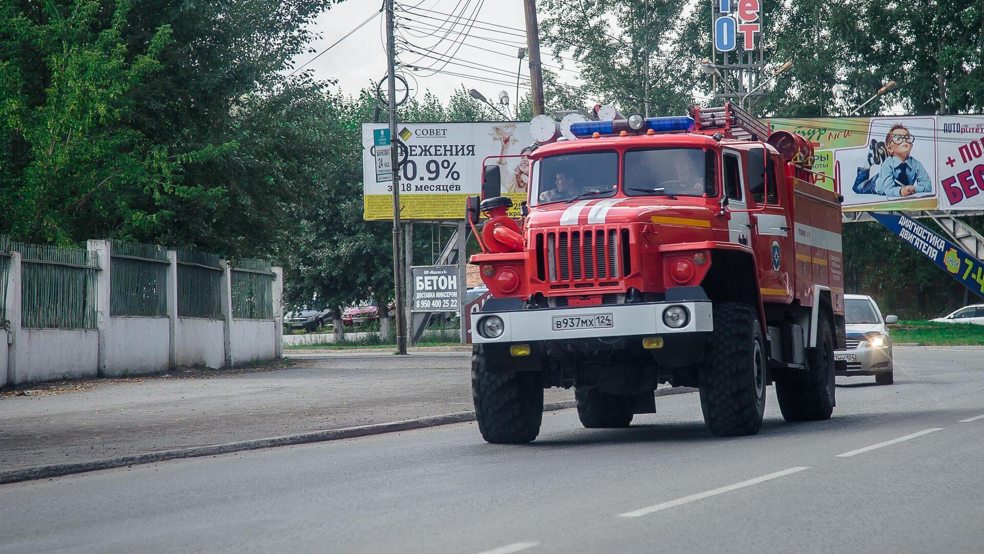 В Ростовской области загорелся склад с горючими материалами