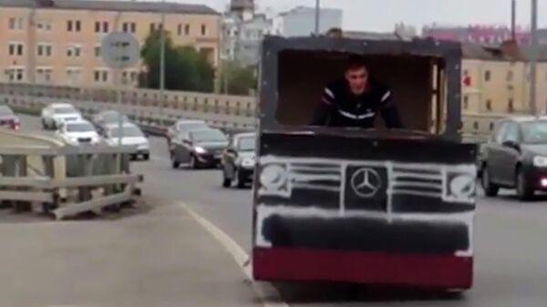 Стоп-кадр видео, опубликованного блогером Ильей Молодцовым