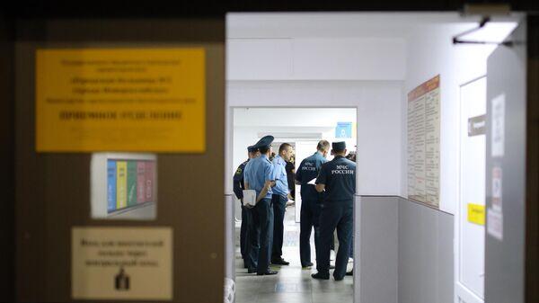 Сотрудники МЧС в приемном отделении городской больницы №1 города Новороссийска, куда были доставлены пострадавшие в результате ДТП под Новороссийском. 8 августа 2019
