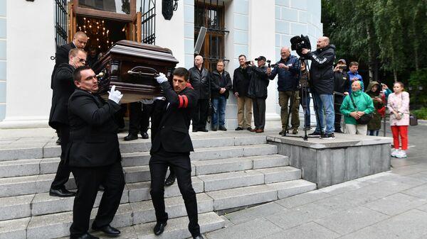 Прощание с певцом Вилли Токаревым в храме Святителя Николая в Москве