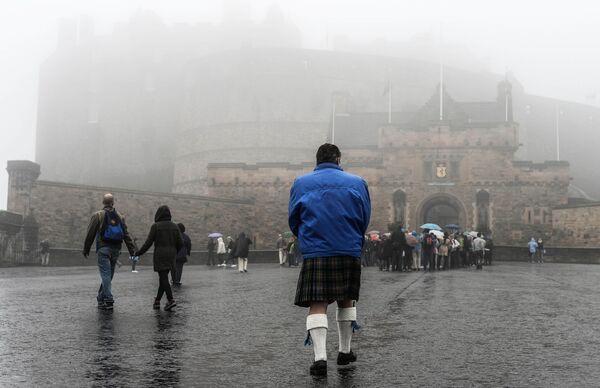 Вид на Эдинбургский замок