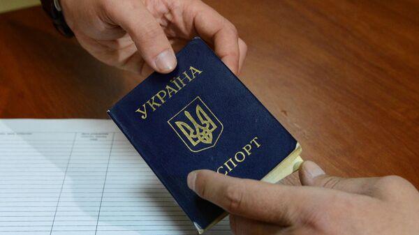 Зеленский поручил упростить процедуру предоставления гражданства россиянам
