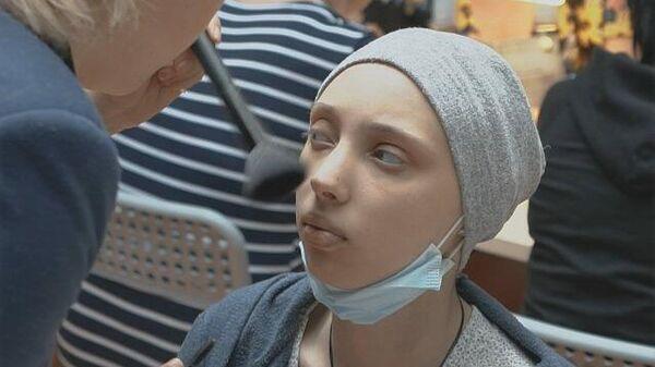 День красоты: волонтеры помогают больным детям забыть о диагнозе