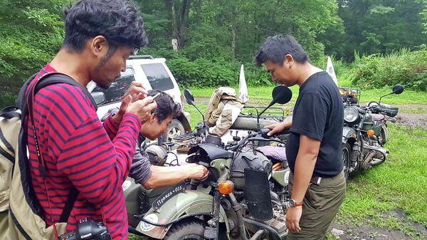 Японские путешественники на мотоциклах Урал в заповеднике Кедровая падь, входящий в состав Земли леопарда