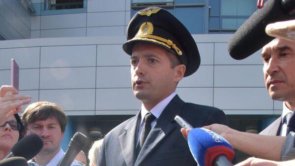 Командир аварийно севшего в поле лайнера Airbus А321 авиакомпании Уральские авиалинии Дамир Юсупов