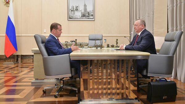Дмитрий Медведев и председатель правления и президент ПАО Транснефть Николай Токарев во время встречи