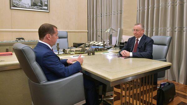 Председатель правительства РФ Дмитрий Медведев и председатель правления и президент ПАО Транснефть Николай Токарев во время встречи. 19 августа 2019