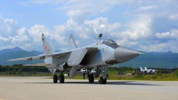 Кадры полета истребителей МиГ-31 в ближнем космосе
