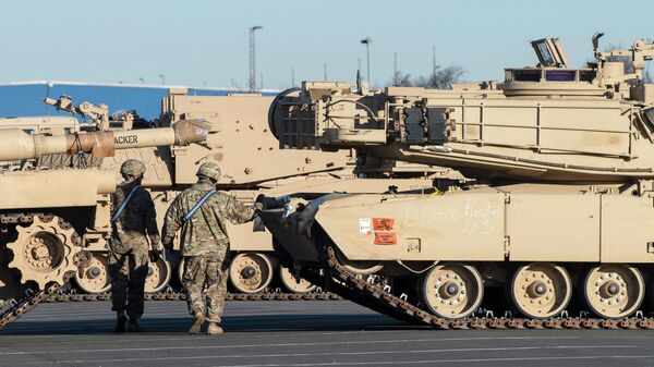 Разгрузка военной техники из США в немецком городе Бремерхафен