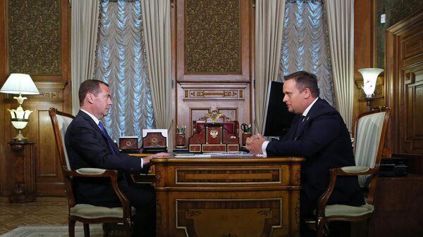 Премьер-министр РФ Д. Медведев встретился с губернатором Новгородской области А. Никитиным