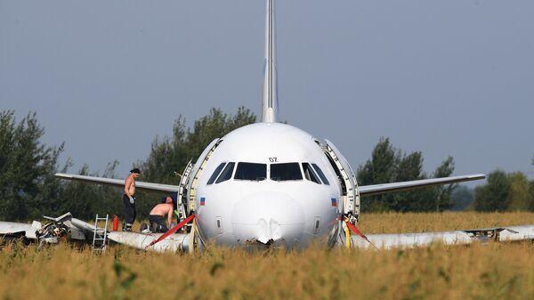 Эвакуация Airbus A321 с места ЧП