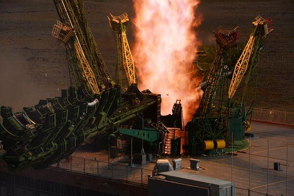 Запуск ракеты-носителя Союз-2.1а с пилотируемым кораблем Союз МС-14 со стартовой площадки космодрома Байконур