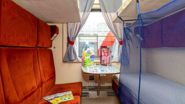 Детское купе, оборудованное в поезде