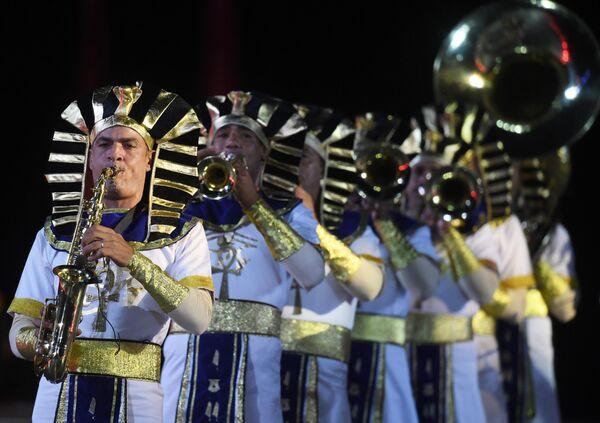 Военный симфонический оркестр Египта на репетиции парада участников Международного военно-музыкального фестиваля Спасская башня на Красной площади в Москве