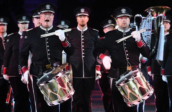 Марширующий оркестр Стрёмсгодсет (Норвегия) на репетиции парада участников Международного военно-музыкального фестиваля Спасская башня на Красной площади в Москве