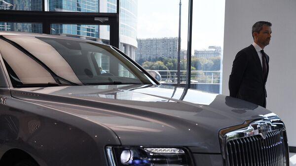Автомобиль Aurus Senat в первом шоуруме в деловом центре Москва-Сити