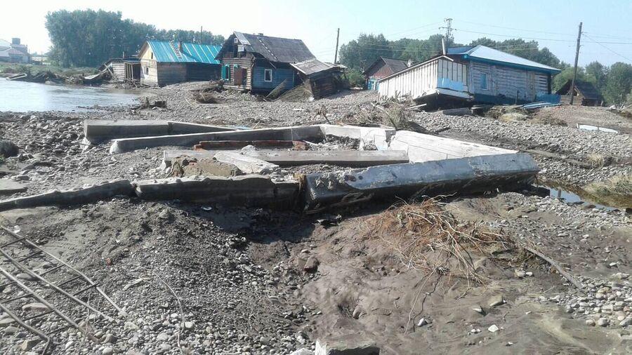 Фундамент дома семьи Колесниковых, уцелевший после наводнения