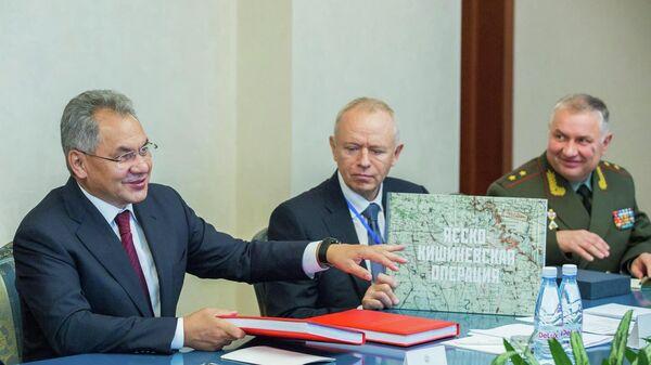 Министр обороны РФ Сергей Шойгу во время встречи с президентом Республики Молдова Игорем Додоном