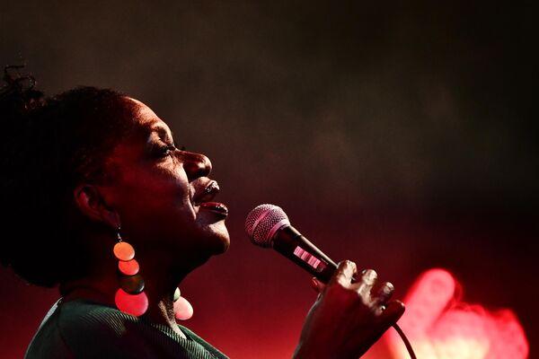 Певица Шэрон Кларк (США) выступает на 17-м международном музыкальном фестивале Koktebel Jazz Party в Крыму