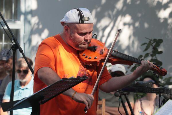 Феликс Лахути & UniversaLove выступают на фестивале Koktebel Jazz Party в Крыму