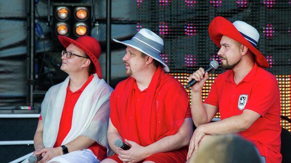 Команда КВН Вятка выступает на Большом концерте финалистов и чемпионов Высшей лиги КВН в рамках фестиваля творческих сообществ Таврида-АРТ в бухте Капсель в Судаке