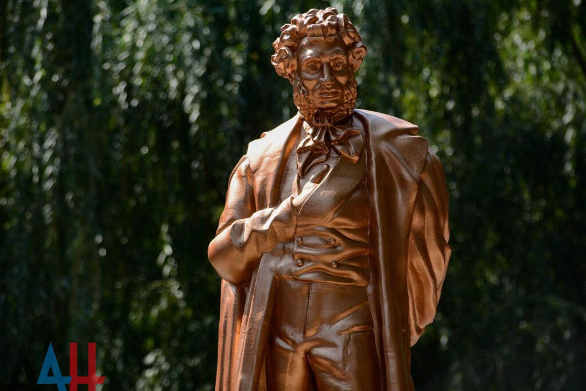 В Донецке открыли напечатанный на 3D-принтере памятник Пушкину - РИА Новости, 1920, 28.02.2021