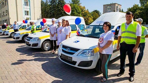 КЧР получила 14 автомобилей для комфортной перевозки пожилых людей