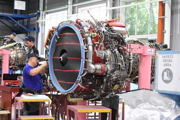 Сборка турбовентиляторного двигателя PowerJet SaM146 для самолетов Sukhoi Superjet 100 на заводе имени Гагарина в Комсомольске-на-Амуре