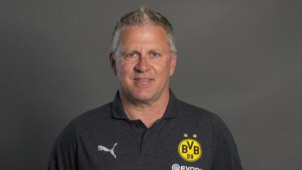 Тренер академии ФК Боруссия (Дортмунд) Петер Вазински