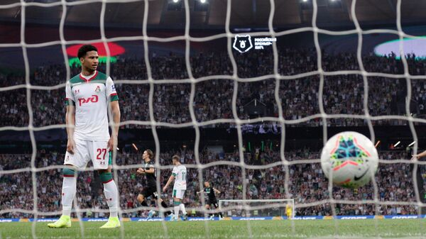 Защитник Локомотива Мурило после пропущенного мяч от Краснодара