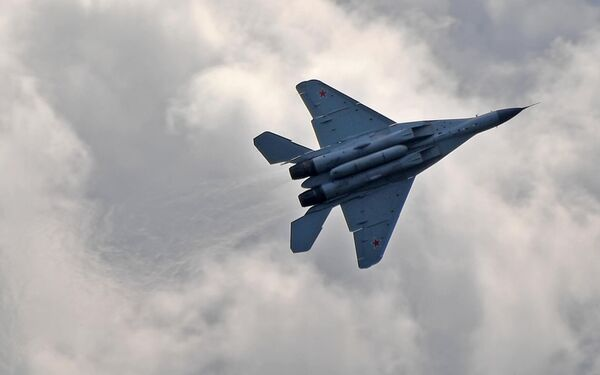 Российский многофункциональный фронтовой истребитель МиГ-35 совершает полет на Международном авиационно-космическом салоне МАКС-2019 в подмосковном Жуковском
