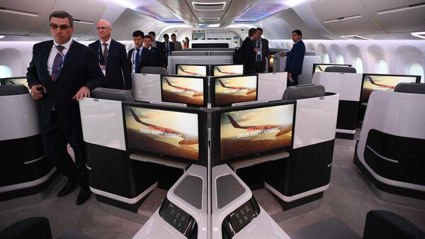 Салон макета российско-китайского широкофюзеляжного самолёта CR929 на Международном авиационно-космическом салоне МАКС-2019