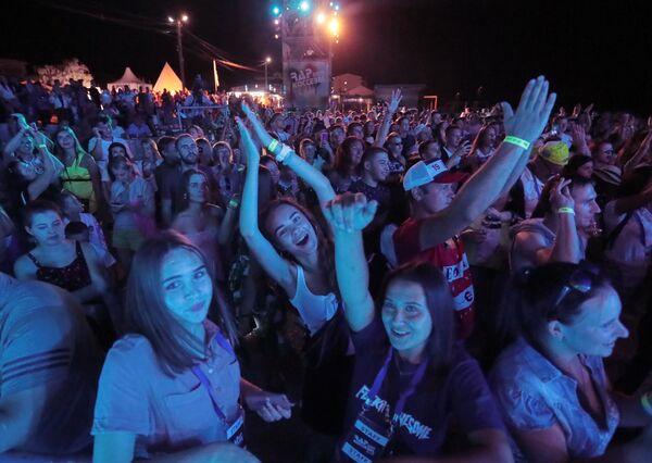 Зрители на фестивале Rap Koktebel в Крыму