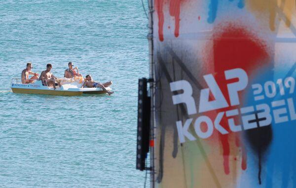 Вывеска фестиваля Rap Koktebel в Крыму