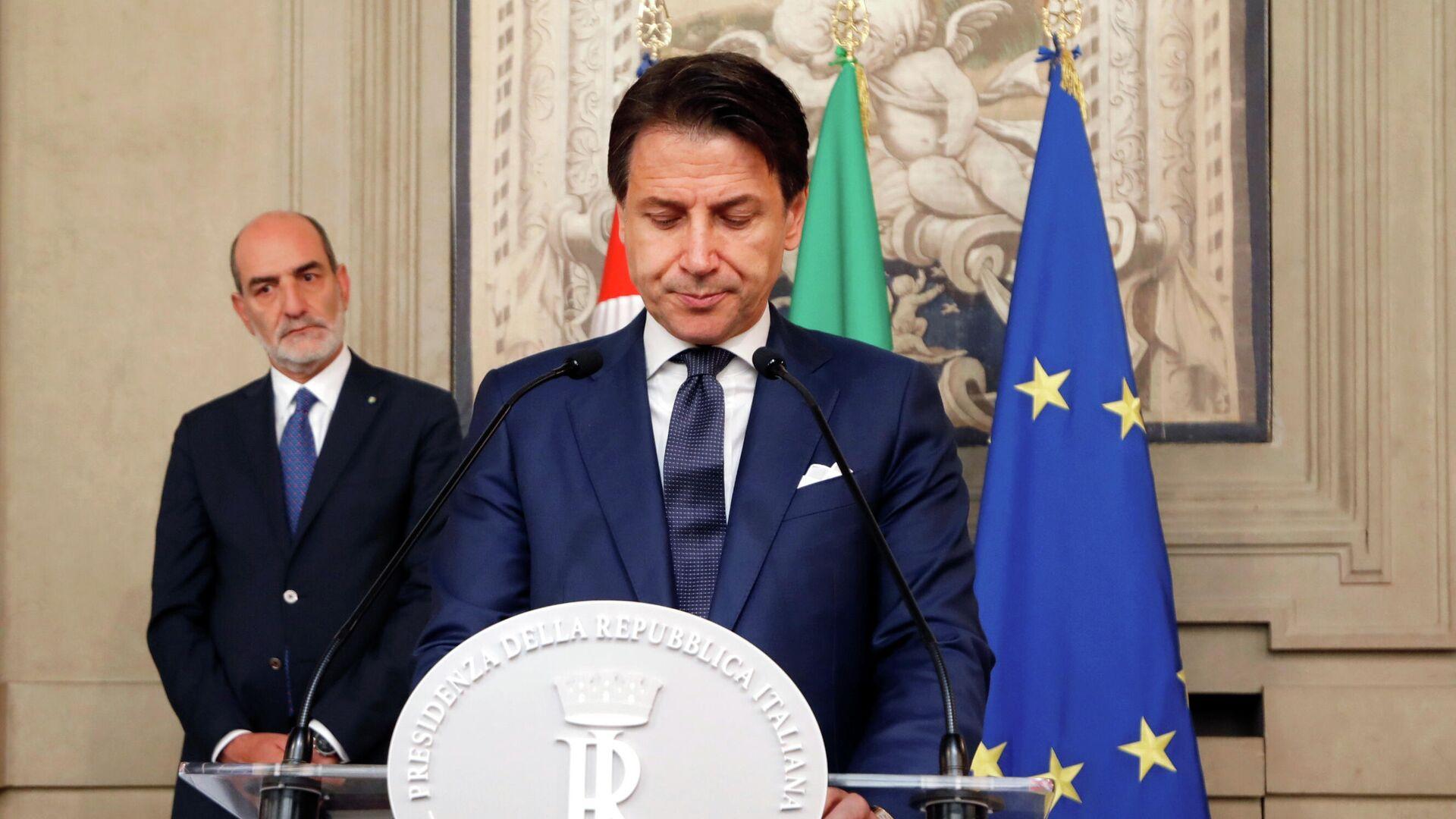 Премьер-министр Италии Джузеппе Конте во время пресс-конференции в президентском дворце в Риме - РИА Новости, 1920, 25.01.2021