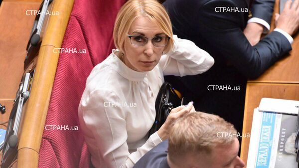 Фото переписки депутата от партии Слуга народа Лизы Богуцкой, сделанное журналистами Страны