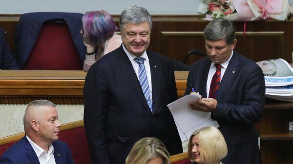 Петр Порошенко на первом заседании девятого созыва Верховной рады Украины в Киеве