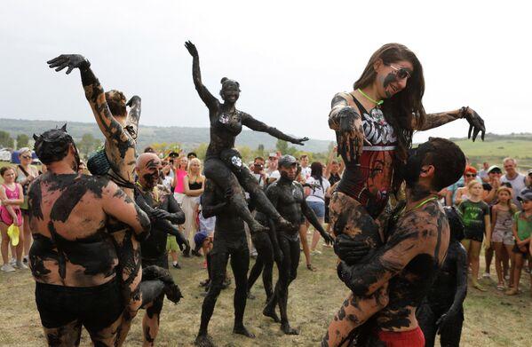 Участники фестиваля Железная грязь в Железноводске